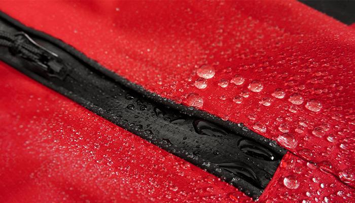 防水透湿素材は必須!丈夫でタフなレインウェアを選ぶ