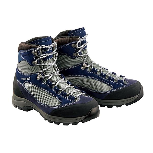 トレッキングタイプの登山靴
