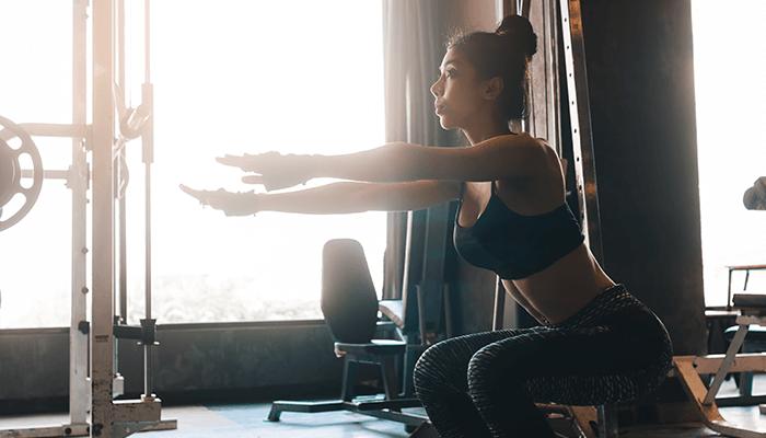 スクワットの膝の筋力トレーニングイメージ