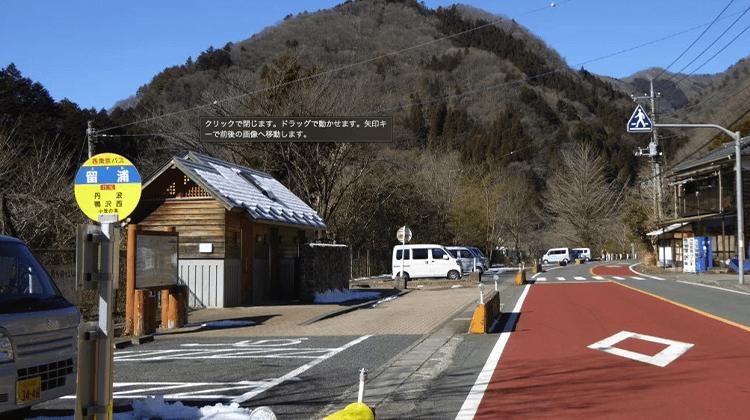 留浦バス停駐車場