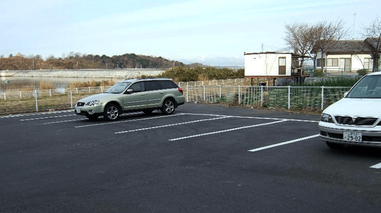 つくしこ調整池駐車場