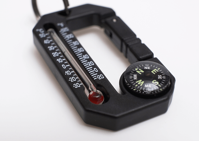 Sun Company Hike Hitch 2(ハイクヒッチ2)の温度計・コンパスのアップのイメージ